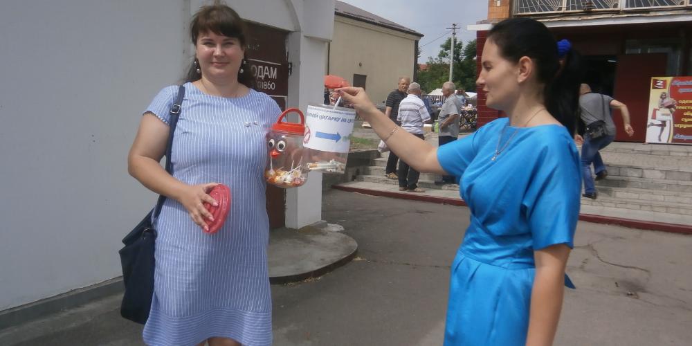 Проведено щорічну вуличну акцію «Обміняй цигарку на цукерку!»